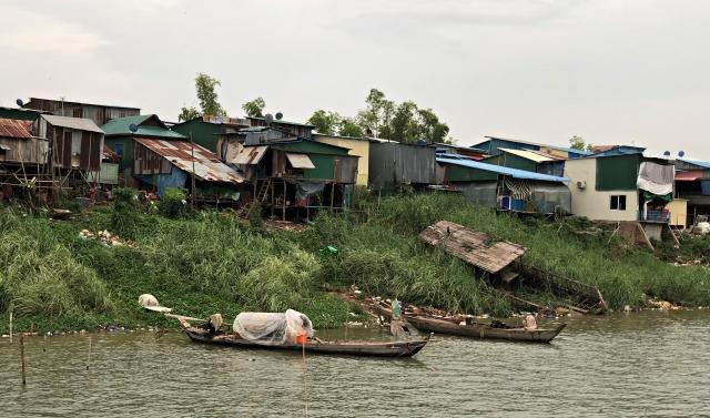 メコン川の貧困層の家