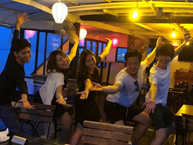 カンボジアクルーズでテンションMAXの仲間
