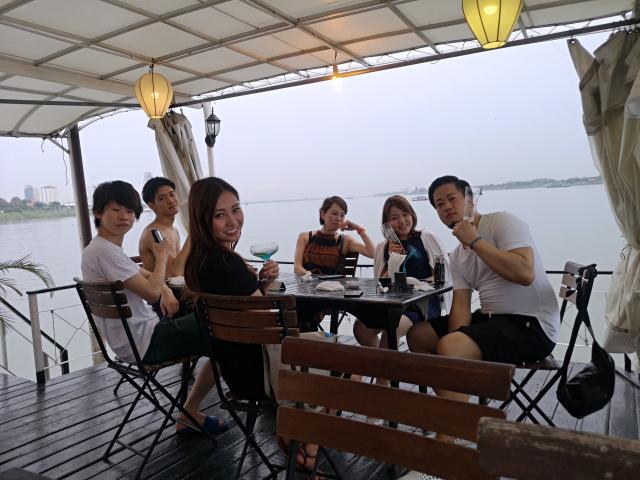 カンボジアクルーズで楽しむ仲間